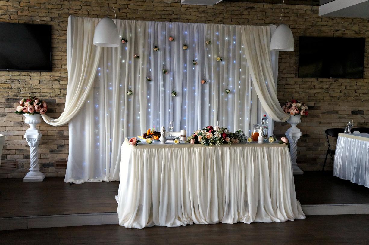 Свадебные ширмы: оформление фотозоны и президиума (фото)